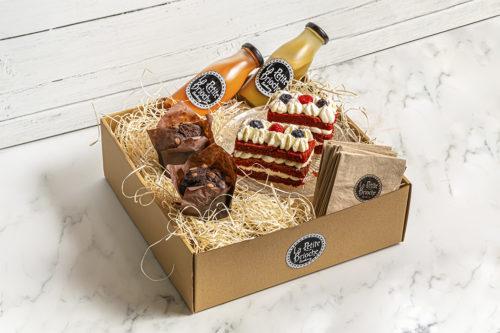 Caja para desayunar/merendar con licuados, tartas a elegir y muffins, Mejor desayuno en valencia, La Petite Brioche